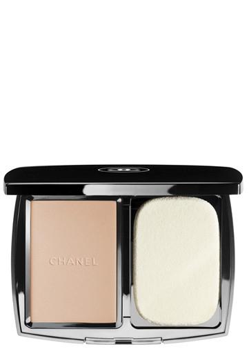 Chanel Vitalumiere Compact Douceur Foundations Beige 40